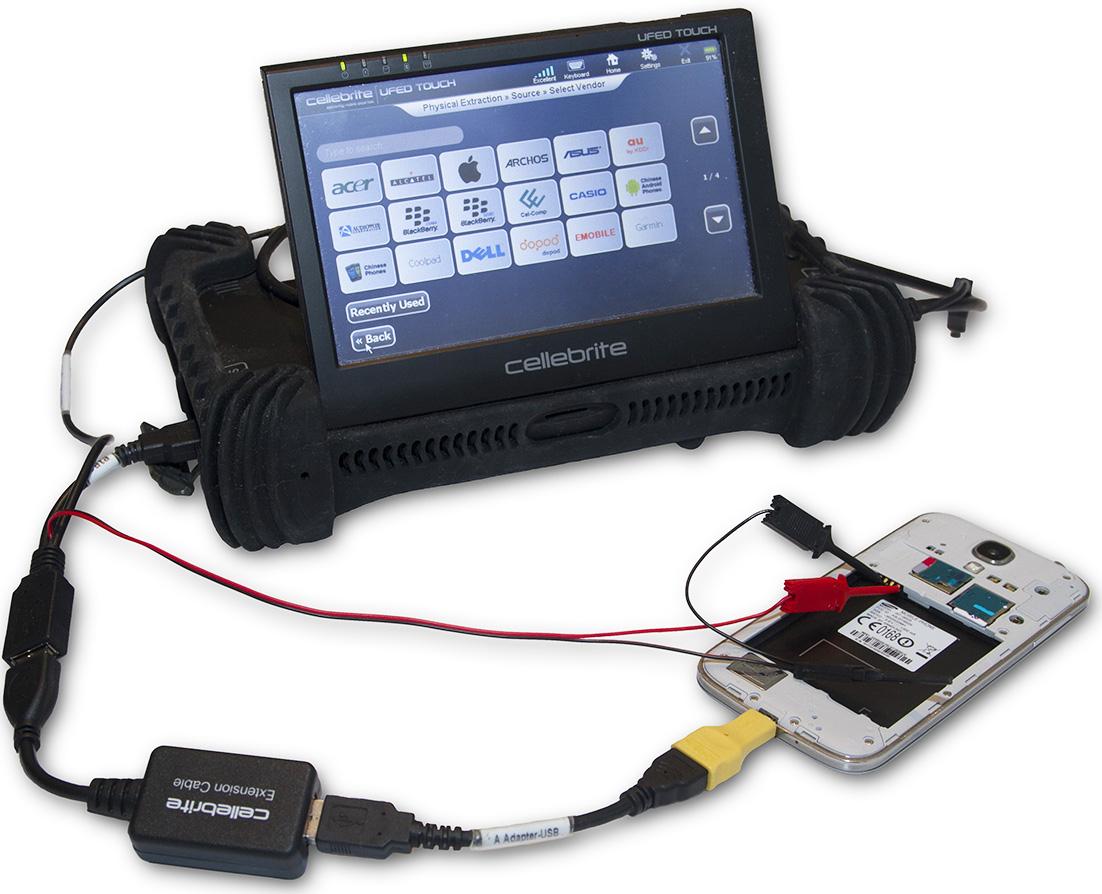 Käytämme Cellebrite-merkkistä laitetta tietojen palautuksiin ja forensisiin tutkimuksiin matkapuhelimilta.