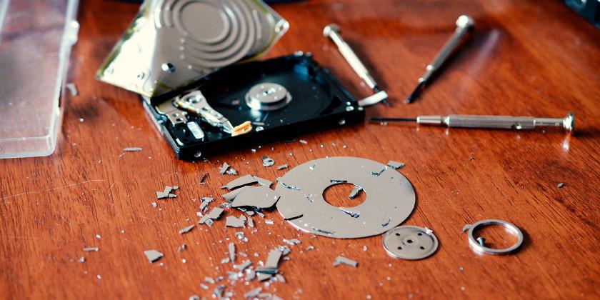 Kovalevyn rikkoontuessa  ei tiedostoihin enää pääse käsiksi. Tämä on useimmille kauhistuttavaa. Älä kuitenkaan avaa kovalevyä itse.